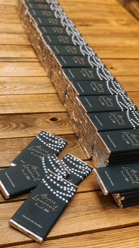 détail Tablettes de chocolat noir pour cadeau invité