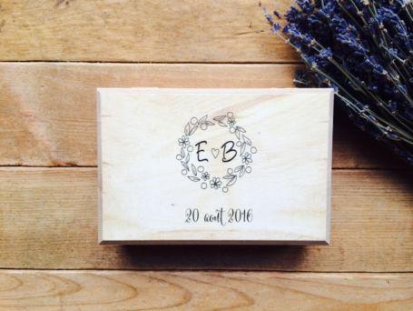 boîte à alliances en bois personnalisée fermée pour cérémonie demariage