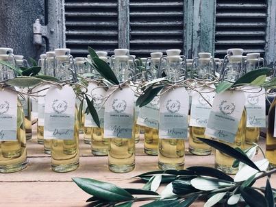 mini bouteilles d'alcool avec étiquettes personnalisées