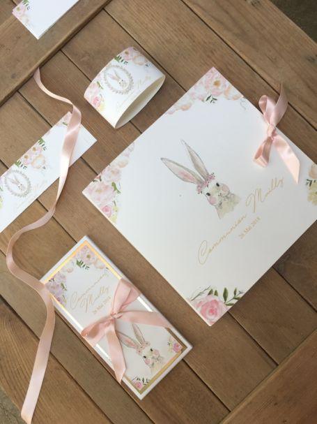emballages pour tablette de chocolat pour cadeau d'invité avec rond de serviette et faire part assorti