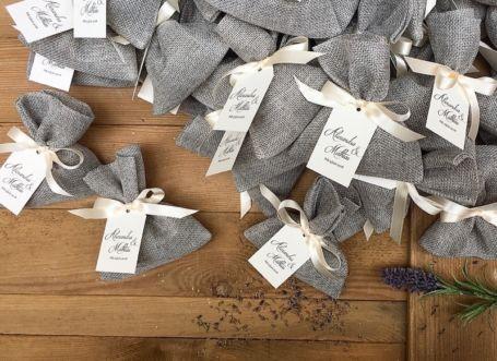 pochons de lavande gris personnalises pour cadeau invité
