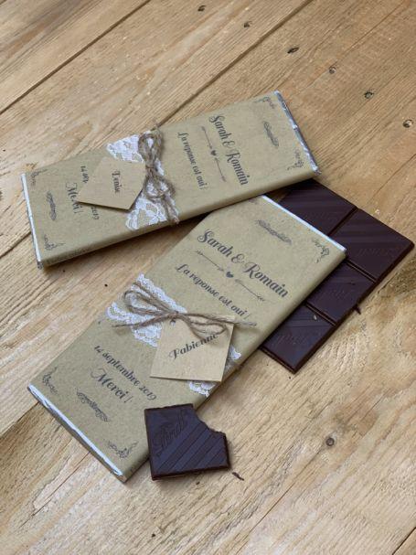 Deux tablettes de chocolat cadeau invité mariage avec ficelle en jute