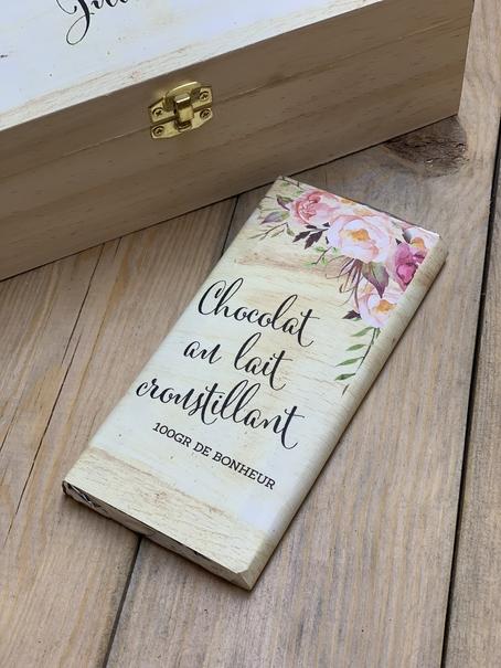 une tablette de chocolat au lait croustillant 100 grammes avec emballage personnalisée