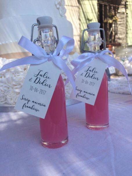 deux fioles de sirop parfum framboise macaron pour cadeau d'invité