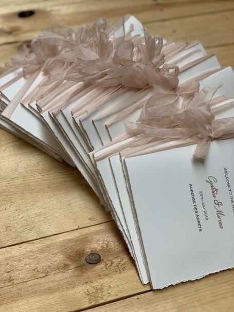 couverture livret de messe avec ruban en organza pour célébration de mariage