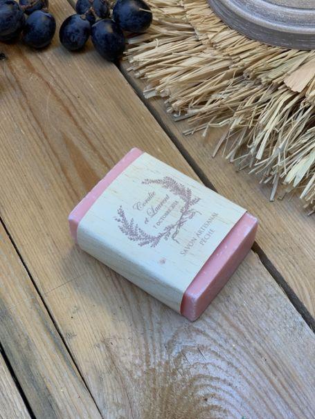 un savon artisanale pêche personnalisé pour cadeau d'invité