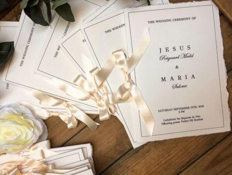 couverture livret de messe avec ruban crème pour célébration de mariage