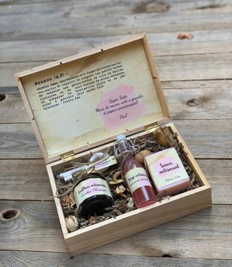 coffret cadeau pour nounou contenant un savon, sirop, confiture et ché de chocolat personnalisé
