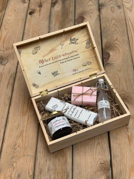 coffret cadeau pour nounou contenant un savon, sirop, confiture et tablette de chocolat personnalisé