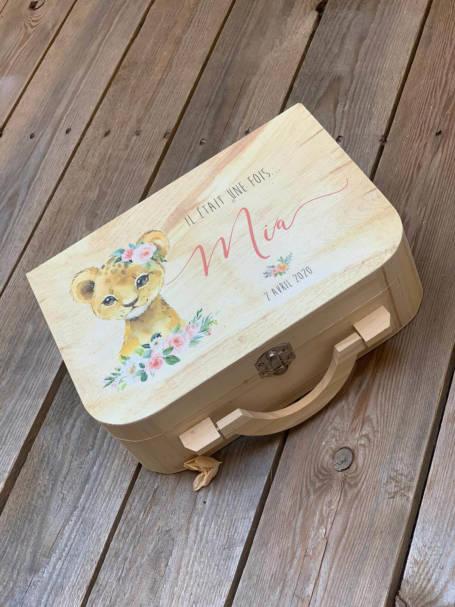 coffret cadeau de naissance valise maternité lionne bébé