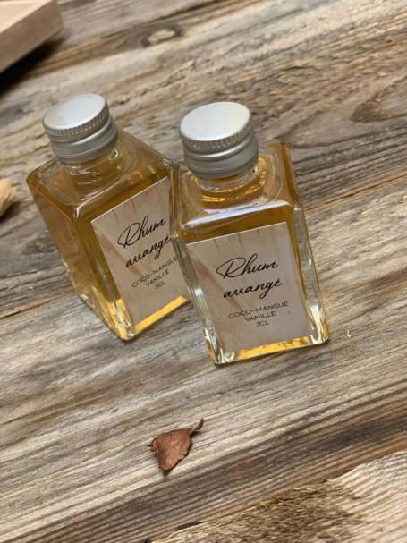 deux mini bouteilles de rhum arrangé pour coffret cadeau comité d'entreprise, fêtes de pères