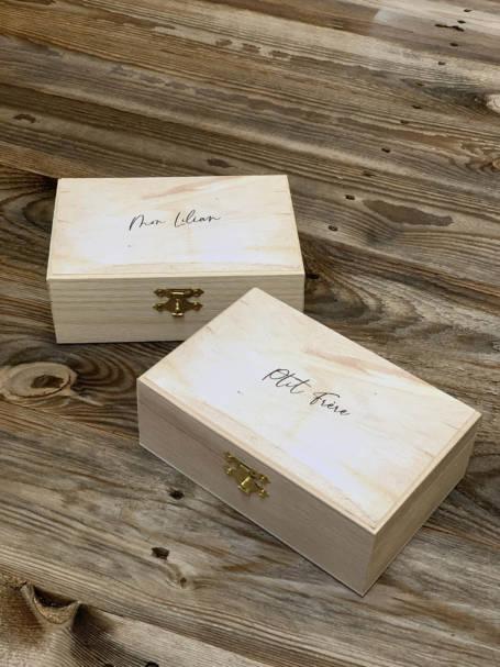 deux coffrets cadeaux en bois
