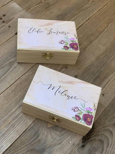 deux box fermés à cadeaux à offrir thème marsala
