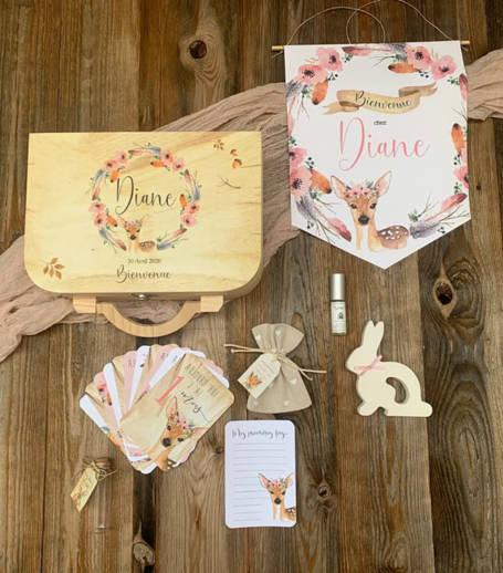 cadeaux pour coffret cadeau de naissance ou baptême thème faon chasseur : fanion, cartes étapes, sachet à dragée, parfum