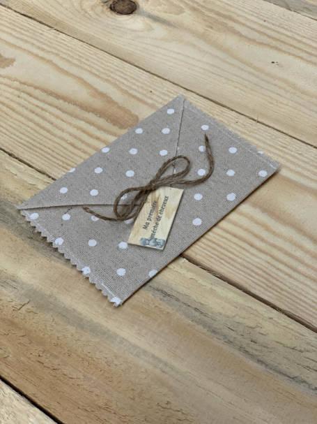 enveloppe couleur taupe à pois petits blanc et ficelle