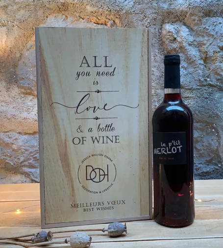 coffret cadeau comité d'entreprise, fêtes de pères ou de fin d'année avec sa bouteille de vin merlot